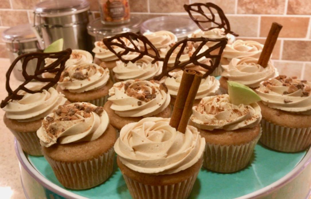 cinnamon apple cider cupcakes